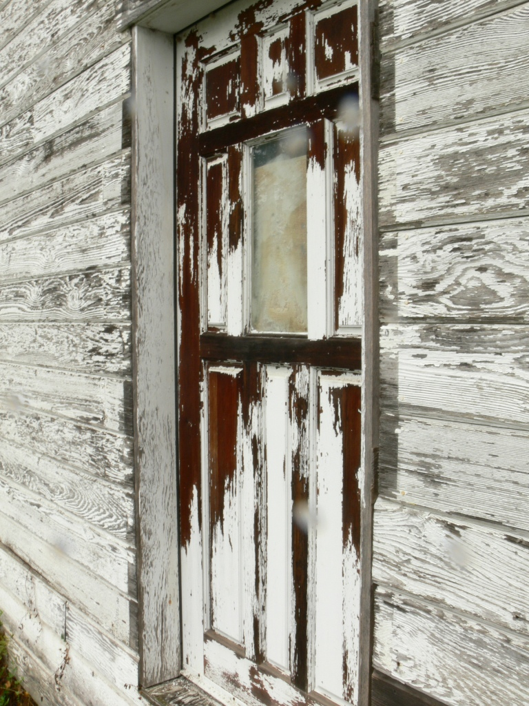 Elmira Building. Aperture f11, Shutter Speed 1/15, Zoom 35, ISO 80. I love the texture of the wood and paint and imagining all of the stories associated with this old building.